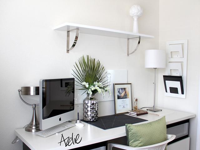 minimalistický stůl
